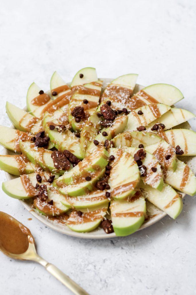 apple nachos with healthy caramel sauce